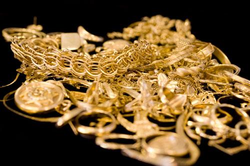 istock_pile-of-scrap-jewelry